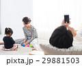 家族 両親 娘の写真 29881503