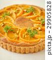 オレンジとヘーゼルナッツクリームのタルト  (縦位置アップ) 29905828
