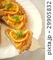 オレンジ&ヘーゼルナッツクリームのタルト (ハイアングル) 29905832