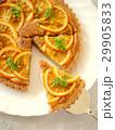 オレンジ&ヘーゼルナッツクリームのタルト (縦位置ハイアングル) 29905833