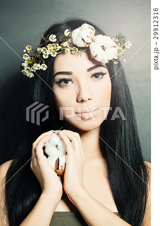 Beautiful brunette woman with cotton flowers  29912316