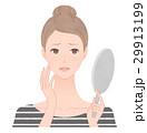 鏡を見て悩む女性 そばかす 29913199