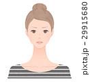 厳しい表情の女性 29915680