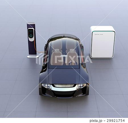 蓄電池が備えた急速充電スタンドに充電する電気自動車のイメージ 29921754