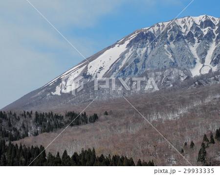 鍵掛峠から見る春の大山 大山 鍵掛峠 29933335