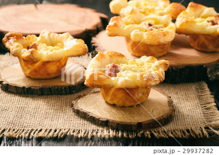 Mini pies with mashed potatoes, bacon and cheese 29937282
