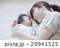 親子 赤ちゃん お昼寝の写真 29941525