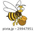 ミツバチが蜂蜜を運んでいます 29947951