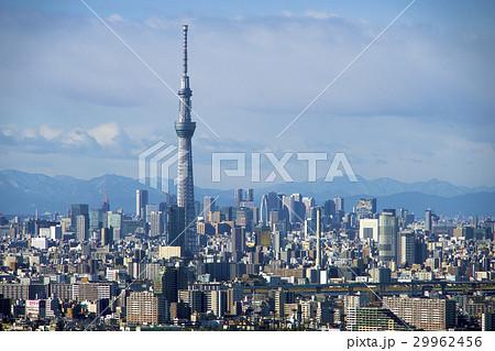東京スカイツリーと西新宿のビル群、東京の街並み 29962456