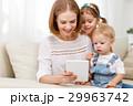ファミリー 家族 タブレットの写真 29963742