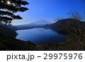 本栖湖中之倉峠展望台からの逆さ富士山 29975976