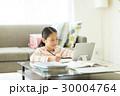 女の子 勉強 子供の写真 30004764