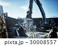 建設現場 パワーショベル 積み下ろし作業 30008557