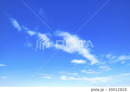 青空 空 雲 春の空 背景 背景素材 4月 コピースペース 30012829