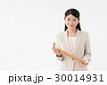 手摺を持つ女性 30014931