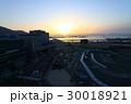 函館駅と函館湾の眺望と夕焼け 30018921