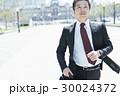 ミドルビジネスマン 走る 東京駅 30024372
