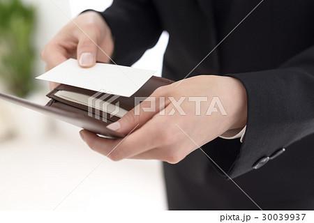 ビジネスウーマン 名刺交換 30039937