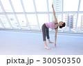 ストレッチをする女性イメージ 30050350