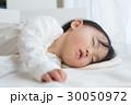お昼寝 子供 幼児の写真 30050972