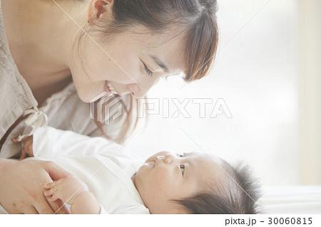 乳幼児と母親 30060815