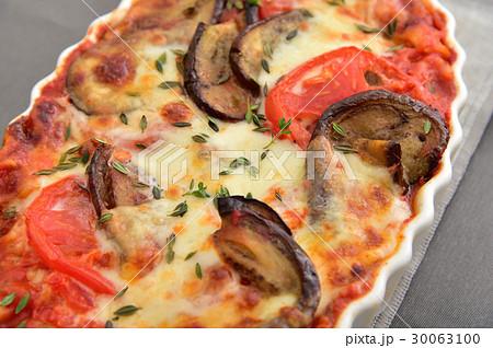 オーブンでこんがり焼きたて!茄子とトマトのラザニア 30063100