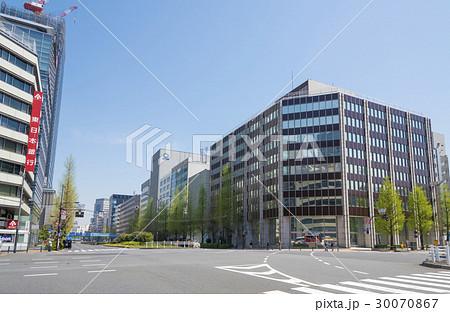 昭和通りと八重洲通りが交わる京橋一丁目交差点(東京都中央区) 30070867