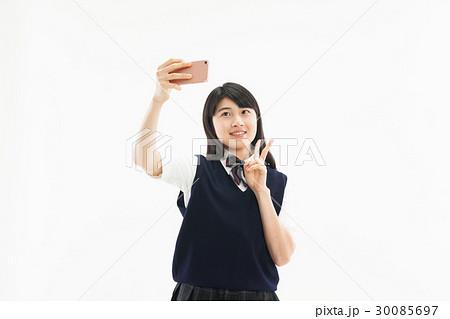 中学生  女子 制服 スマホ  自撮り 30085697