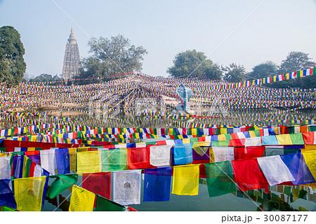 大菩提寺(マハボディーテンプル)とタルチョ、仏教の聖地ブッダガヤ 30087177
