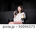 若い女性(映画館) 30094373