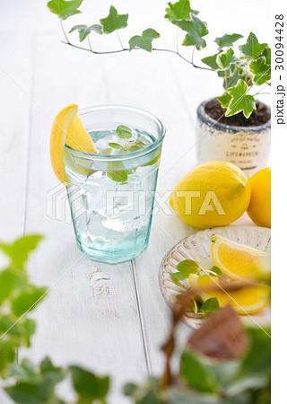 lemon & waterの写真素材 [30094428] - PIXTA