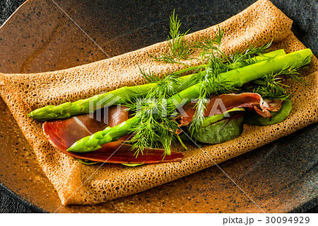 そば粉のクレープ ガレット  galette French food 30094929