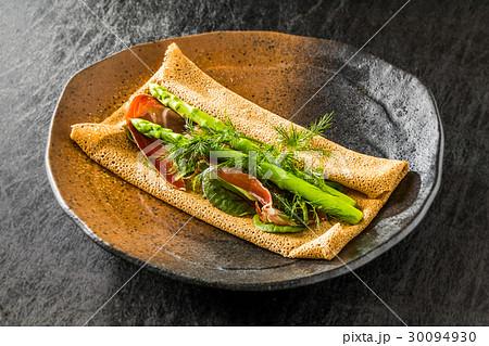 そば粉のクレープ ガレット  galette French food 30094930