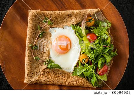 そば粉のクレープ ガレット  galette French food 30094932