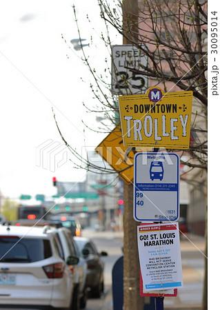 アメリカ 街の標識、看板 バス停 30095014