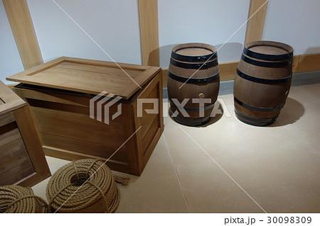 木箱と樽 30098309