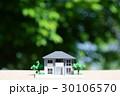 新緑の中の住宅模型 30106570