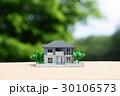 新緑の中の住宅模型 30106573