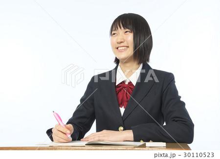 勉強する女子高生 30110523