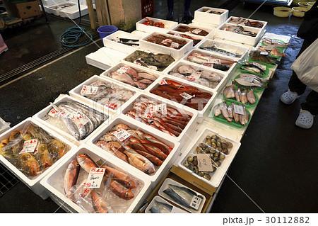 11月 魚市場の朝 30112882