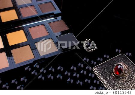 Makeup tools & Silver Accessories on black Fur の写真素材 [30115542] - PIXTA