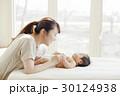 赤ちゃん ベビーマッサージ 母子の写真 30124938
