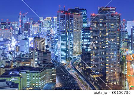 東京_大都市夜景と交通網の写真...