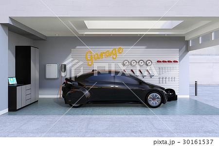 ガレージに充電している黒い電気自動車のイメージ。 30161537