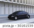 道路の脇に止まっている黒い自動運転車。 30161539