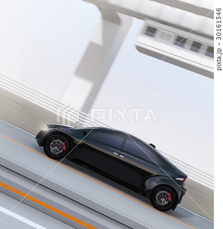 高速道路に走行している黒いスポーツカー。背景に懸垂式モノレールがある。 30161546
