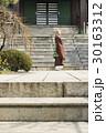 寺 寺院 人物の写真 30163312