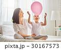 子供 女性 遊ぶの写真 30167573