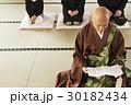 住職 お坊さん 読経の写真 30182434