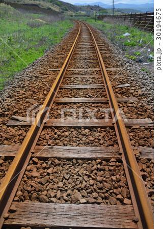 廃線になったJR北海道江差線の線路が汽車が走らなくなって錆びていく風景を撮影 30194675